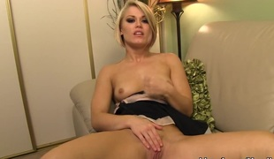 Foxy golden-haired Ash Hollywood gives a masterful tugjob