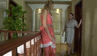 lesbisk milf store pupper strømper fingring cunnilingus