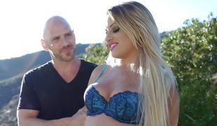 Stunning hooker Kissa Sins acquires shafted by a mean cop