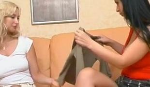 brunette blonde lesbisk strømpebukse
