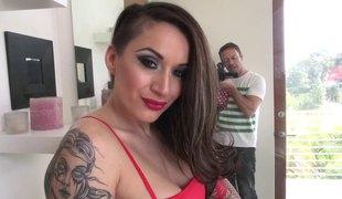 brunette rumpehull langt hår hardcore store pupper pornostjerne blowjob lingerie fitte tatovering