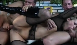 Kevin King and his buddy are double tapping Kimberly outside