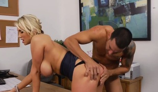 barbert puppene kjønn blonde deepthroat store pupper blowjob sædsprut tatovering stor kuk