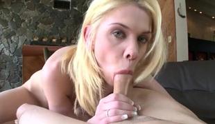 amatør tenåring naturlige pupper puppene blonde hardcore deepthroat blowjob sædsprut handjob