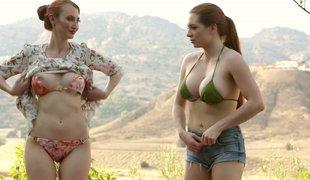 puppene amerikansk lesbisk milf utendørs fingring rødhårete bikini