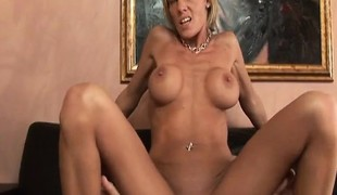 Naughty blonde milf Desire acquires her narrow peach devoured and fucked