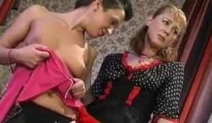 tenåring naturlige pupper lesbisk mamma