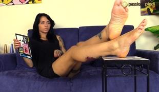 brunette langt hår solo tatovering fetish hd foot fetish