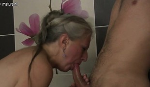 slikking blowjob moden dusj doggystyle