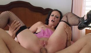 Slim bitch asks her hell of a guy for anal entertainments