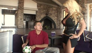 Blonde mom acquires screwed by her step-son