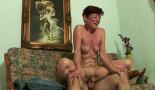 puppene ridning fitte kuk cowgirl lady saggy tits