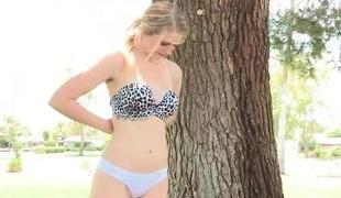 amatør babe blonde utendørs store pupper pornostjerne fingring solo offentlig nærhet