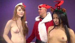 Girls in a hot live hardcore 3some show for Christmas