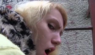 amatør virkelighet synspunkt blonde utendørs blowjob høyskole