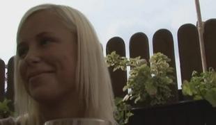 tsjekkisk amatør virkelighet synspunkt tenåring brunette blonde oral utendørs blowjob
