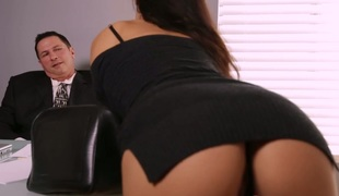 Aria Alexander fucks handsome boss in the office