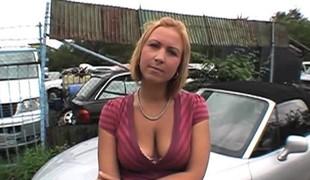 blonde hardcore utendørs store pupper blowjob offentlig doggystyle