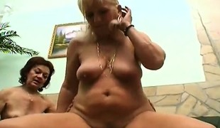 amatør brunette blonde hardcore blowjob trekant moden hårete ludder